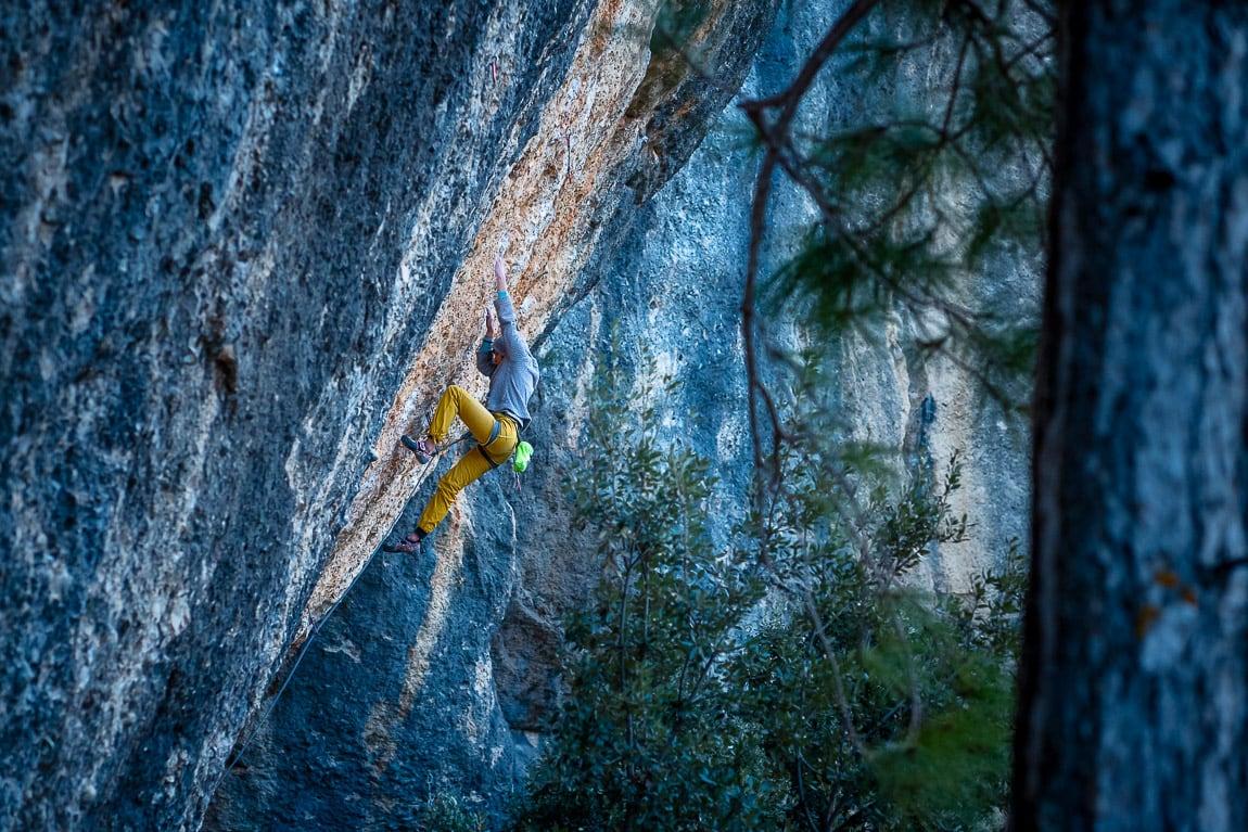 La escaladora Viviana González en Aeroplástica 7c+ en el Racó de les Finestra Margalef