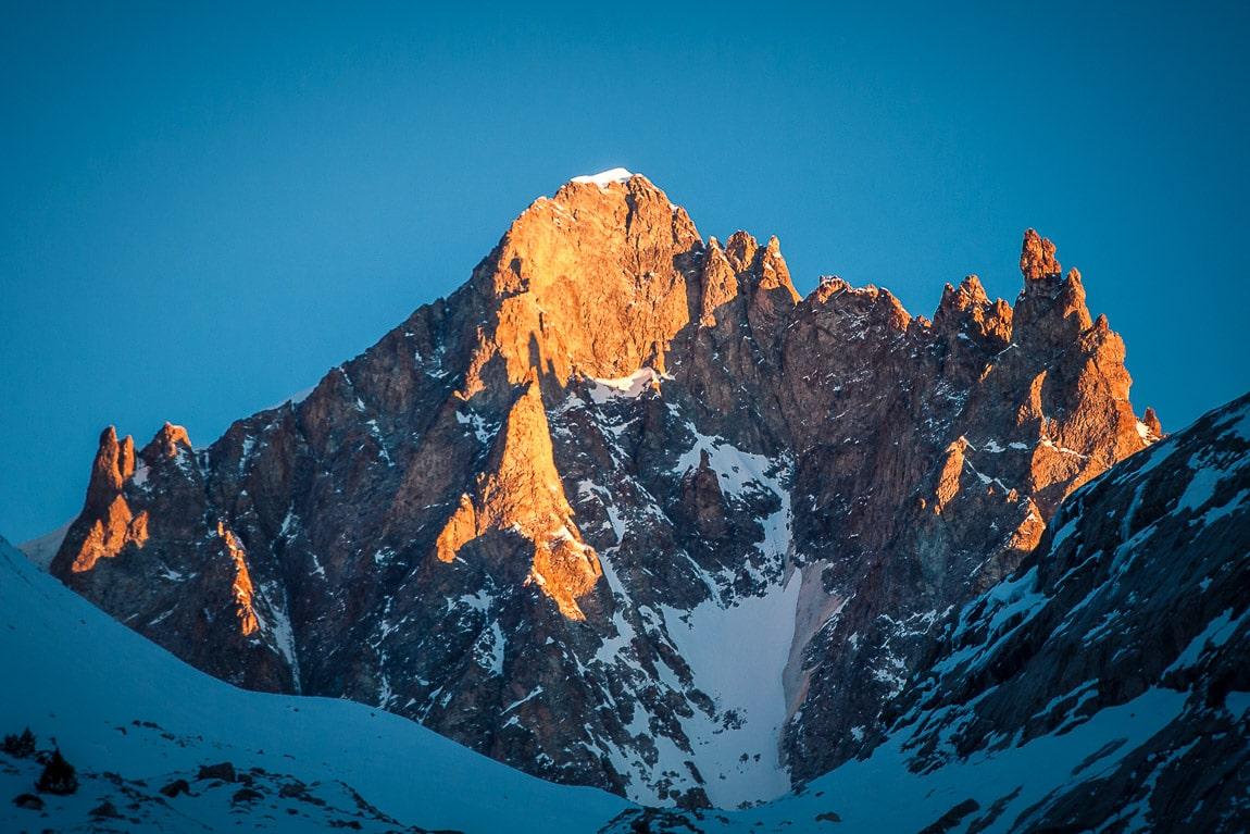 Puesta de sol en la cara oeste de la Barre des Écrins, Alpes Franceses