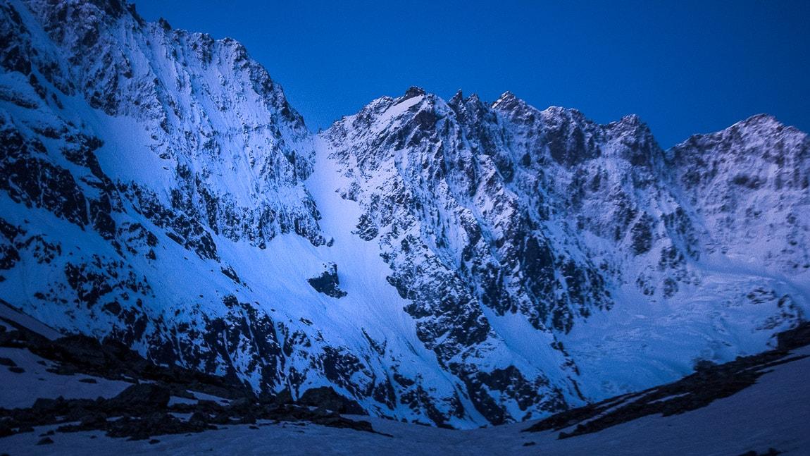 Roche Faurio y su imponente corredor norte Mazizo de los Écrins Alpes franceses